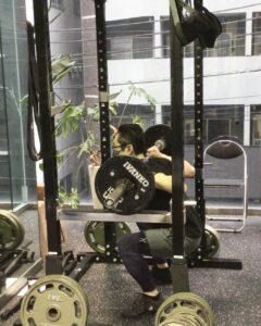 足腰を鍛えるスクワットで、運動不足を解消しましょう♪
